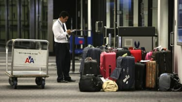 Feds propose new rules to end deceptive airline fees