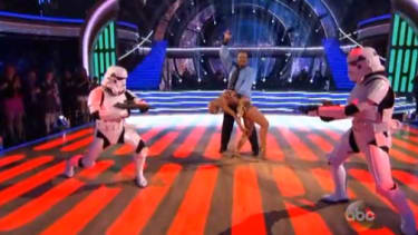 Count the ways that Billy Dee Williams' insanely awkward Star Wars-themed dance routine will make fans angry