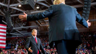 Trump moves to embrace Sean Hannity