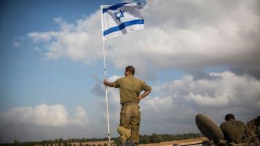 Israel targets Hamas leaders with airstrikes