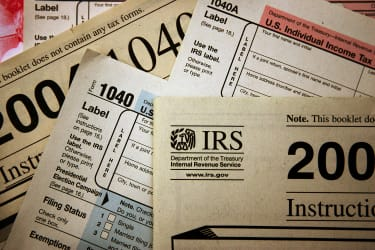 800,000 people have until October to file taxes because the IRS sent them the wrong form