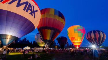 Hot air balloon makes emergency landing in prison parking lot