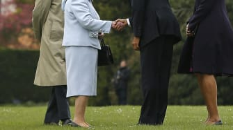 Obama arrives in Britain