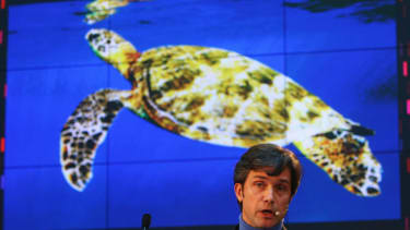 Fabien Cousteau aims to break grandfather's 30-day record living undersea
