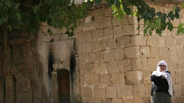 Kurdish security forces reportedly open safe passage for Yazidis from Iraqi mountain