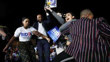 Symone Sanders tackles protester