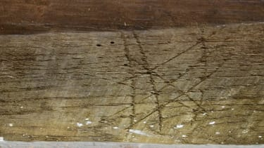'Witch marks' found in 17th-century English home
