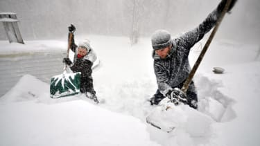Shoveling snow increases the risk of cardiac arrest