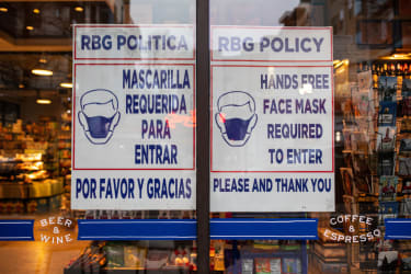 Grocery store's mask requirement sign.