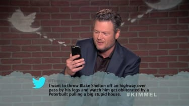 Blake Shelton reads a mean tweet