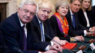 Boris Johnson argues for Trump to meet Queen.