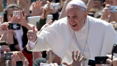 Pope Francis celebrates Easter with a tweet and a thumbs up