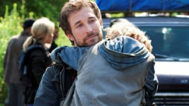 """Noah Wyle plays a husband and father getting revenge on some aliens in TNT's """"Falling Skies."""""""