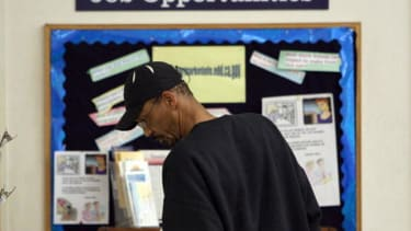 U.S. jobless claims fall to lowest level in 14 years