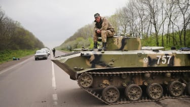 Ukraine, rebels exchange POWs as Kiev suspends trains, buses to Crimea