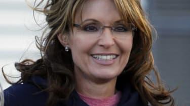 Sarah Palin sports a New Hampshire sweatshirt Thursday
