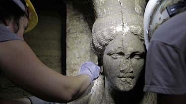 Archaeologists make stunning find in mysterious Greek tomb