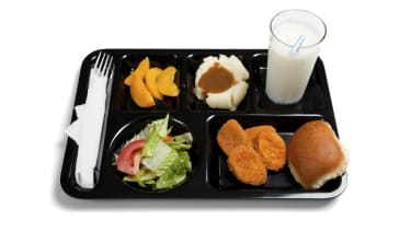Study: Kids are just throwing away their healthier school lunches