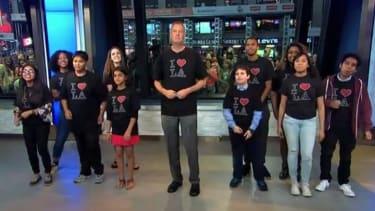 New York Mayor Bill de Blasio settles bet, sings 'I Love L.A.' on Jimmy Kimmel Live