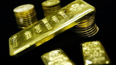 Communist official in China caught with giant pile of gold