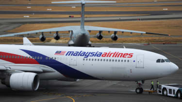 Malaysia Airlines Flight 17's passengers' bodies arrive in Ukraine