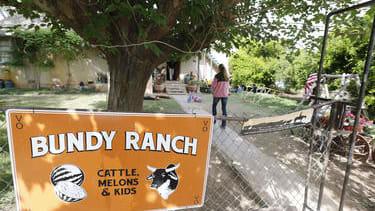 Glenn Beck and Tucker Carlson warn conservatives about Bundy ranch dispute