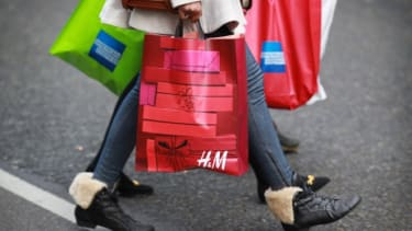 Even with the biggest increase in consumer spending, the U.S. economy falls short.