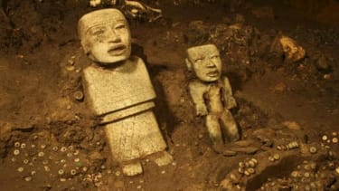 Ancient Teotihuacan tunnel in Mexico yields thousands of relics