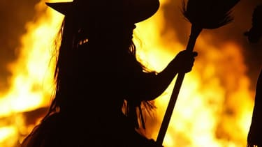 Witches plan to curse President Trump, while Christians pray to counteract them.