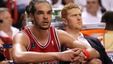 Chicago Bulls center Joakim Noah yelled an anti-gay slur at a fan on Sunday, after a week of prominent sports figures, including Phoenix Suns star Steve Nash, publicly supporting gay rights.