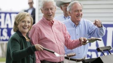 Hillary Clinton teases 2016 bid in Iowa: 'I'm back!'