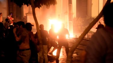 Protesters set fire to the Paraguayan Congress
