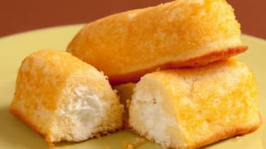 """On a Twinkies-focused convenience store diet, a Kansas-based nutritionist dropped weight, body fat and even lowered his """"bad"""" cholesterol."""