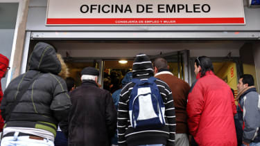 Spanish unemployment falls below 25 percent