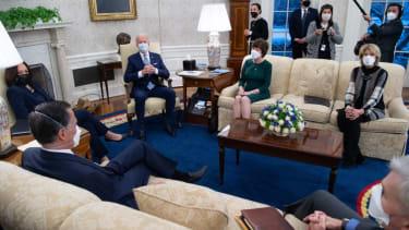 Biden meets with Senate Republicans