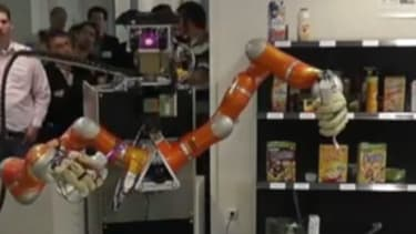 Sandwich-making robot