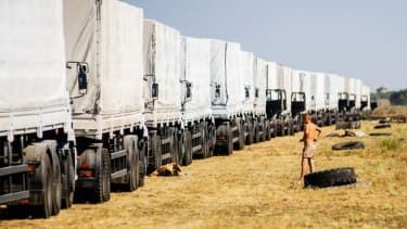 Ukraine death toll jumps, as Russian aid convoy heads toward separatist-held crossing