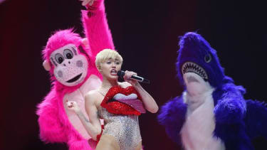 Miley Cyrus: Reading Facebook comments is worse for you than smoking weed