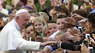 Pope Francis greets school children in D.C.