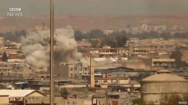 U.S. gunships pound Mosul, Iraq