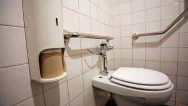 EPA employees told to stop putting poop in hallways