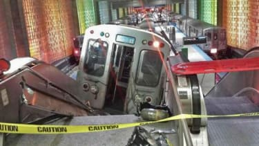 32 injured after train derails at Chicago O'Hare International Airport