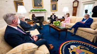 Biden hosts congressional leaders