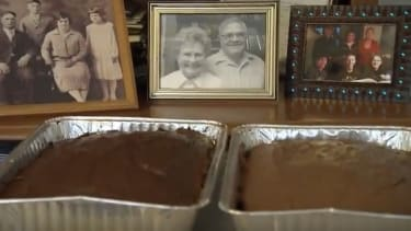 A photo of Leo Kellner and his late wife Madeline behind two cakes.
