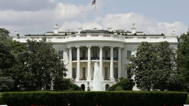 White House to roll back ban on lobbyists in government