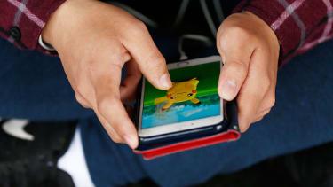A person plays Pokémon Go.