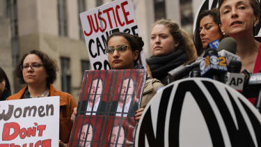 Women push for Harvey Weinstein to be charged in Manhattan.