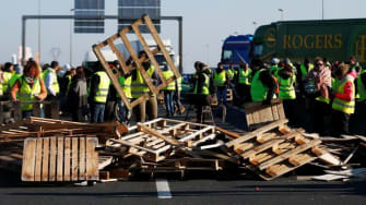 Massive tax protests in France block roads