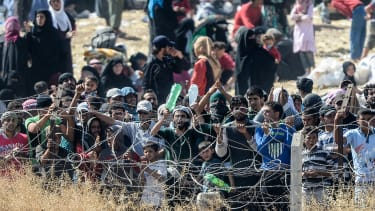 Syrians flee fighting