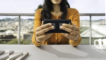 A woman using Kardia technology.
